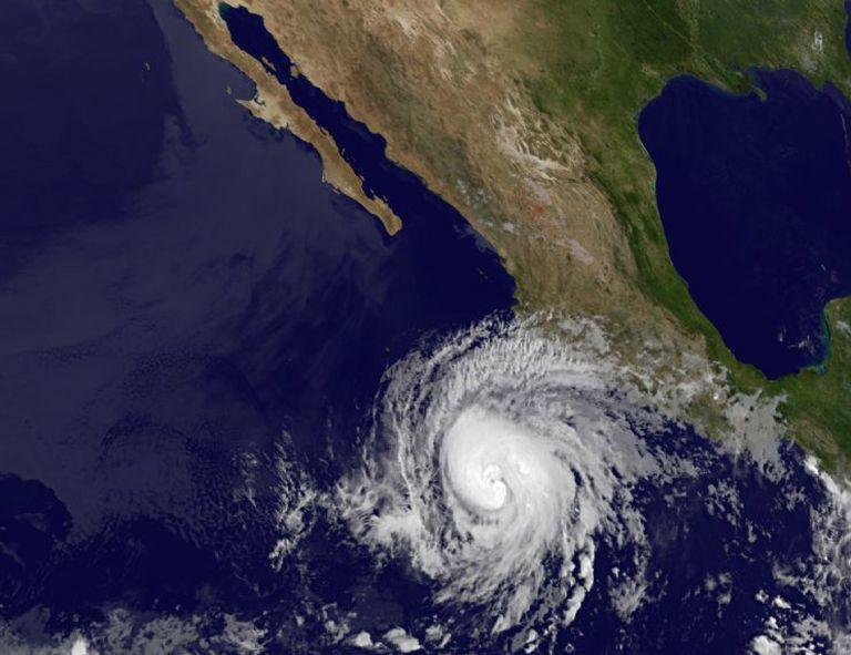Ο τυφώνας «Μπαντ» κινείται προς το Μεξικό | tovima.gr