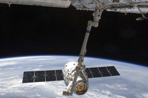 Επέστρεψε το πρώτο εμπορικό διαστημικό σκάφος   tovima.gr