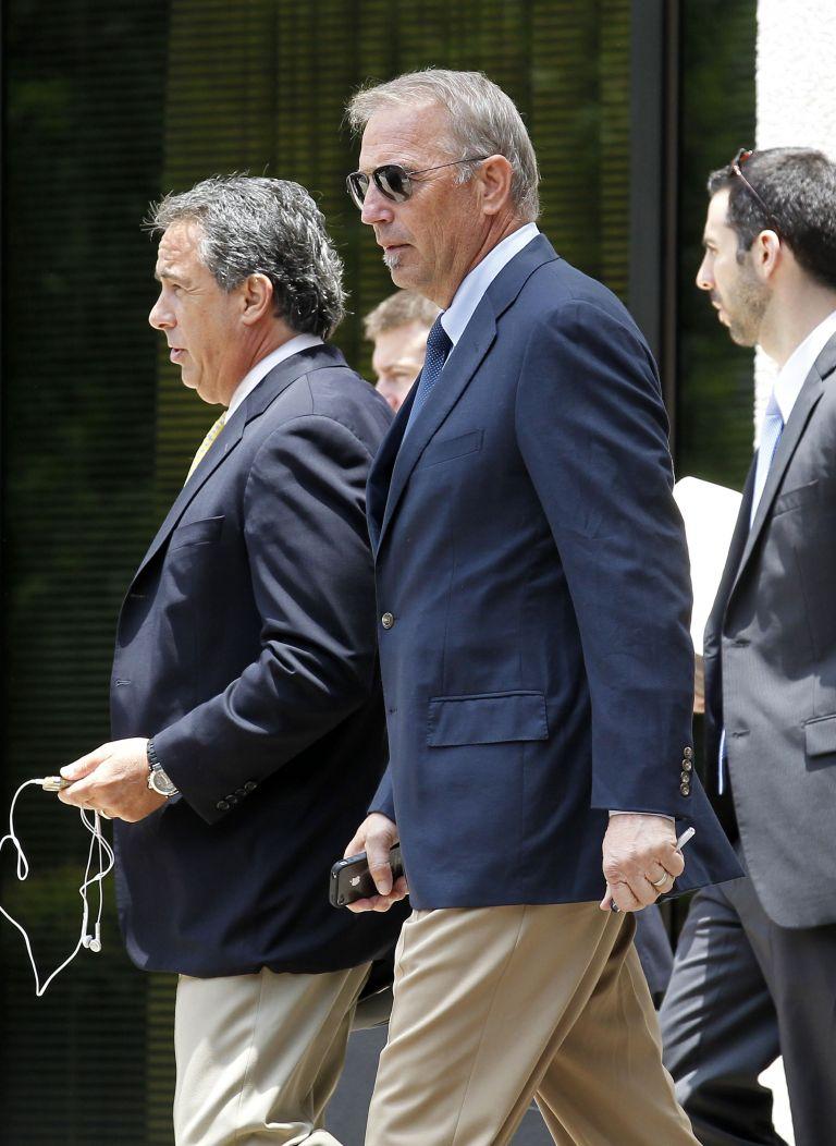 Κ. Κόστνερ: κατηγορείται για εξαπάτηση | tovima.gr
