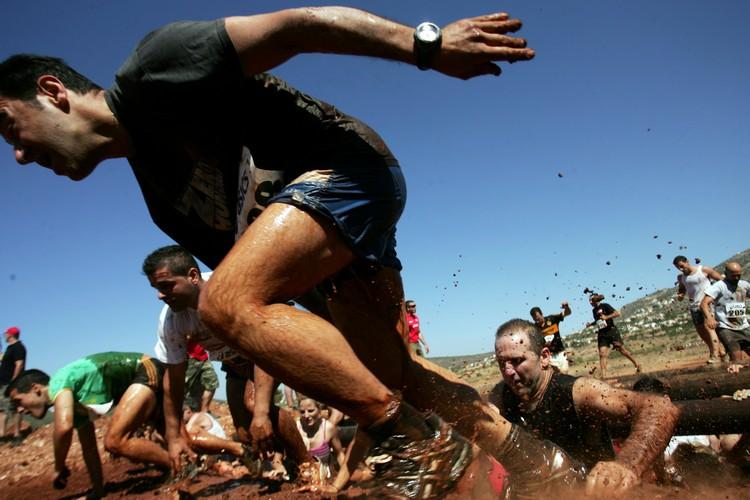 Τρέχοντας στη λάσπη | tovima.gr