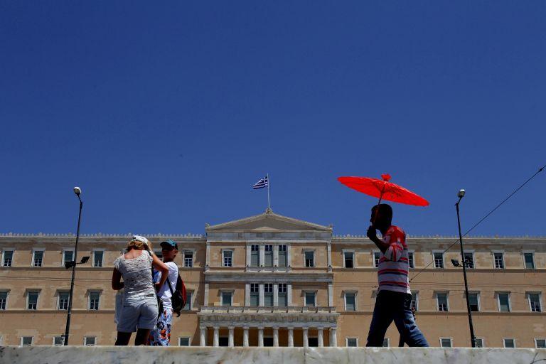 Μειώνεται η αστυνομική φρουρά της Βουλής | tovima.gr