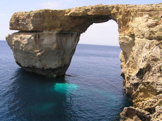 Κατέρρευσε στη θάλασσα η περίφημη πέτρινη αψίδα της Μάλτας   tovima.gr