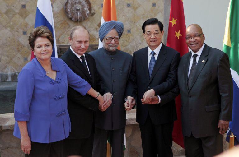 Bloomberg: Οι BRICS ιδρύουν αναπτυξιακή τράπεζα και αποθεματικό ταμείο | tovima.gr