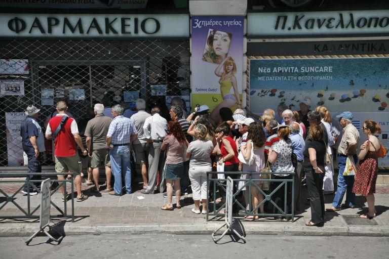 Ουρές σχηματίστηκαν στα φαρμακεία από ασφαλισμένους του ΕΟΠΥΥ | tovima.gr