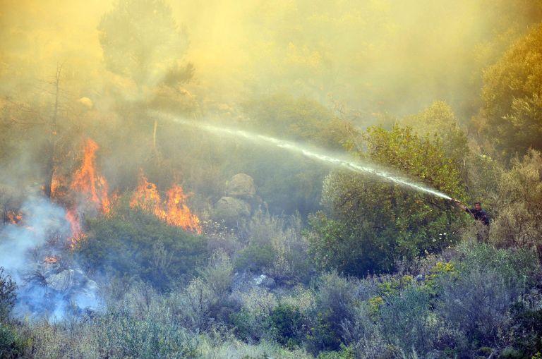 Υπό μερικό έλεγχο φωτιά στον Κορυδαλλό – σε ύφεση η εστία του Ναυπλίου | tovima.gr