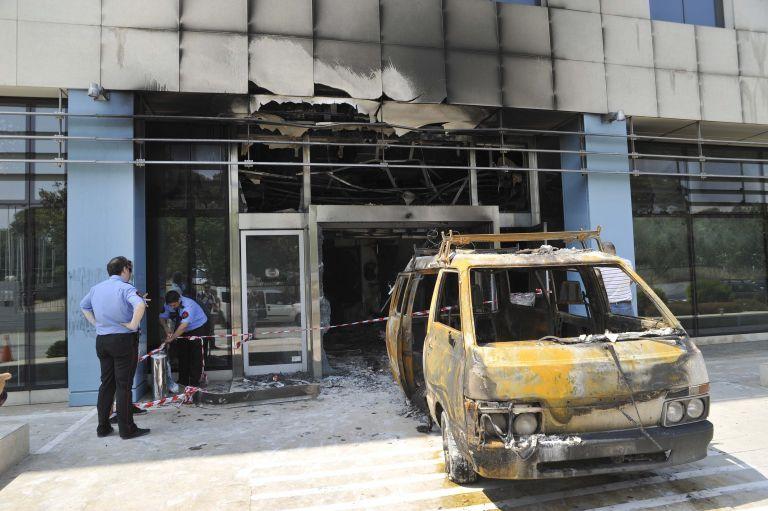 Μαρούσι: Εμπρηστική επίθεση στα γραφεία της Microsoft | tovima.gr