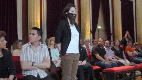 Οι μουσάτες φεμινίστριες της Γαλλίας | tovima.gr