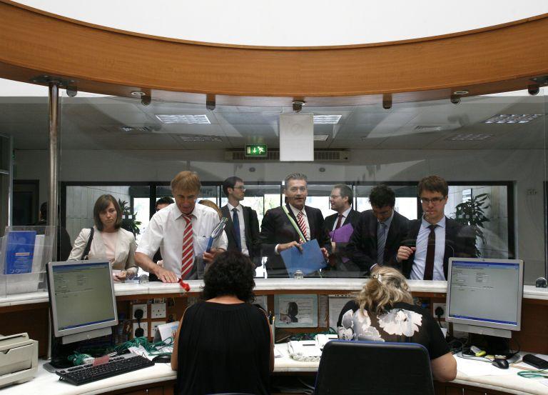 Η τρόικα στην Κύπρο άνοιξε τα χαρτιά της | tovima.gr