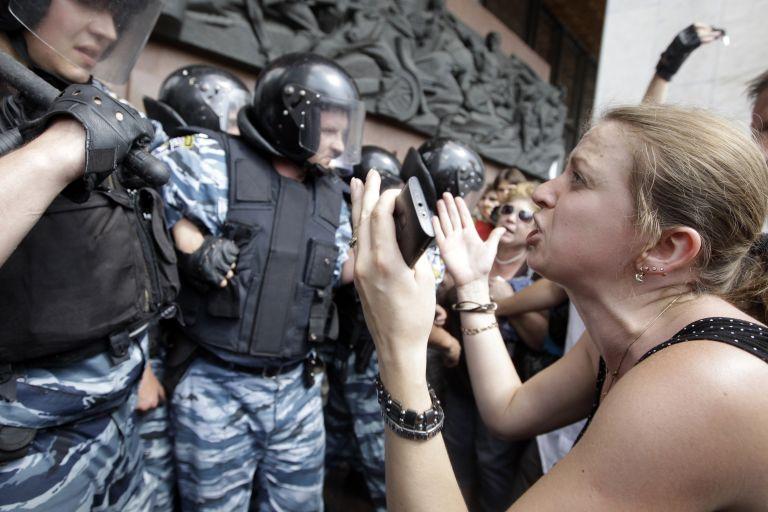 Ουκρανία: Διαδηλώσεις κατά σχεδίου νόμου που προωθεί τα ρωσικά   tovima.gr