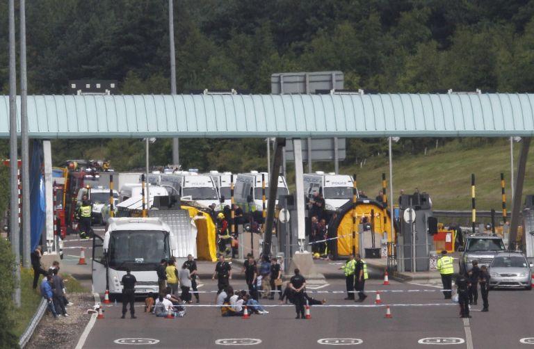 Βρετανία: Μπλόκο σε τουριστικό λεωφορείο από την αντιτρομοκρατική | tovima.gr