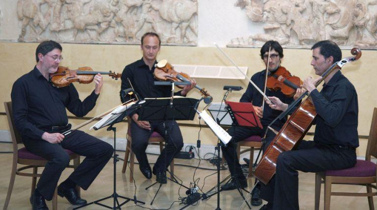 Εκθεση, συναυλία και συμπόσιο έδωσαν πολιτιστικό «τόνο» στους Δελφούς   tovima.gr