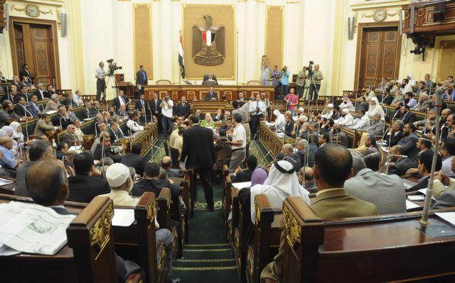 Αίγυπτος: «Μπρα-ντε-φερ» μεταξύ προέδρου και στρατιωτικών | tovima.gr