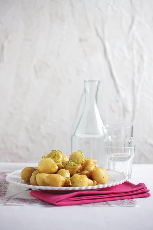 Λουκουμάδες με γλυκάνισο και σιρόπι μελιού με λάιμ   tovima.gr