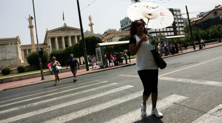 Οι Αθηναίοι ξέρουν να προφυλάσσονται από τον καύσωνα | tovima.gr