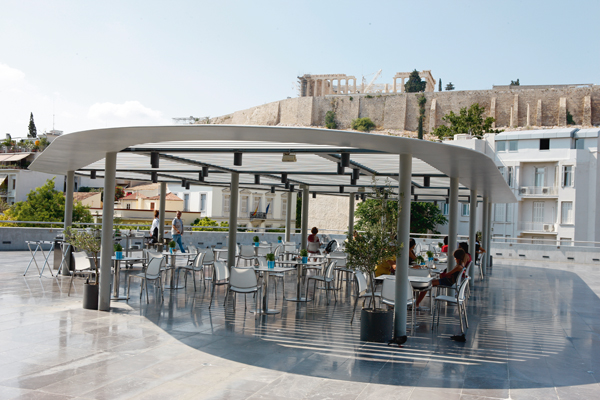 Τρώγοντας στο Μουσείο της Ακρόπολης | tovima.gr