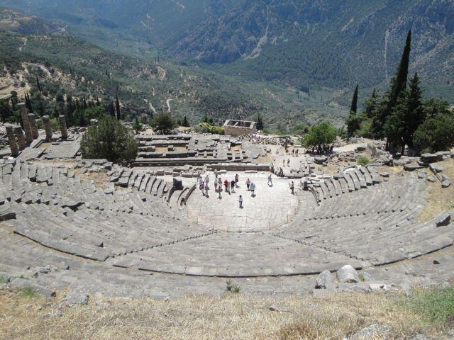 Το αρχαίο θέατρο Δελφών αποκτά και πάλι φωνή | tovima.gr