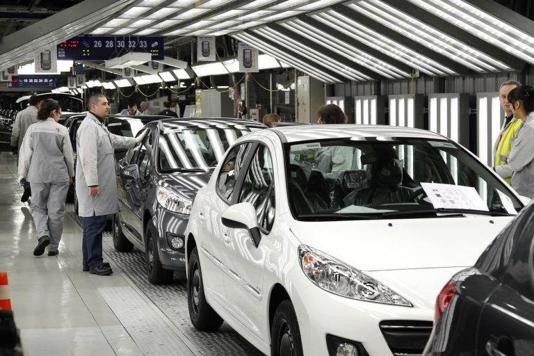 Peugeot Citroen: Καταργεί 8.000 θέσεις εργασίας | tovima.gr