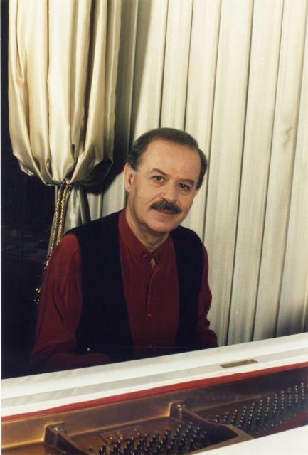 Γιάννης Σπανός: Οι συνεντεύξεις μου  είναι τα τραγούδια μου | tovima.gr