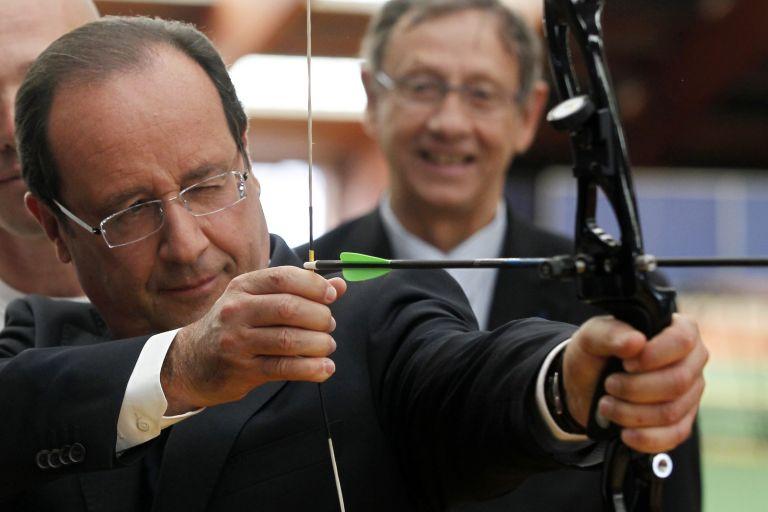 Στο 53% έπεσε η δημοφιλία του Φρανσουά Ολάντ | tovima.gr