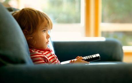 Η τηλεόραση «στοιχίζει» στην υγεία των παιδιών | tovima.gr