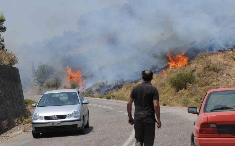 Υπό έλεγχο η φωτιά στην Κερατέα Αττικής   tovima.gr