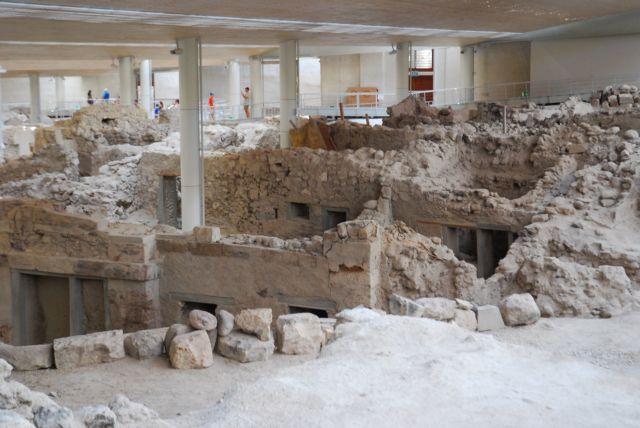 Μια καταναλωτική κοινωνία θαμμένη στα ερείπια   tovima.gr