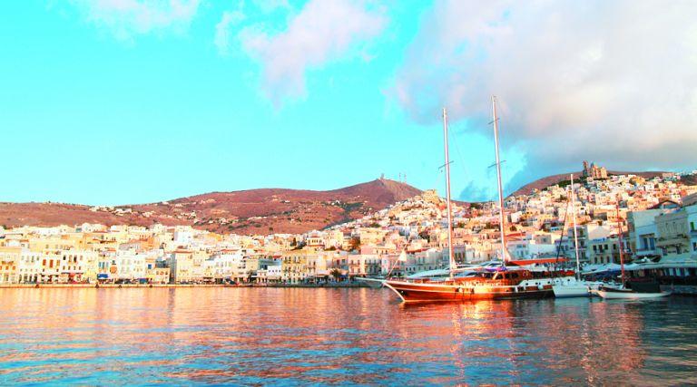Σύρος: Βαπόρια για θερινές απολαύσεις   tovima.gr