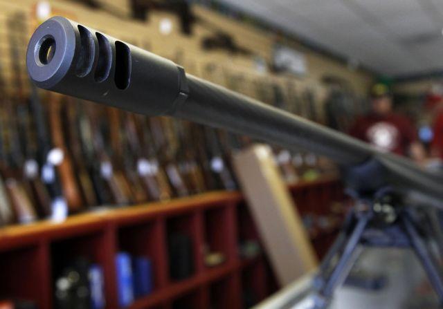 Ντένβερ: Αυξήθηκαν οι πωλήσεις όπλων μετά το μακελειό | tovima.gr