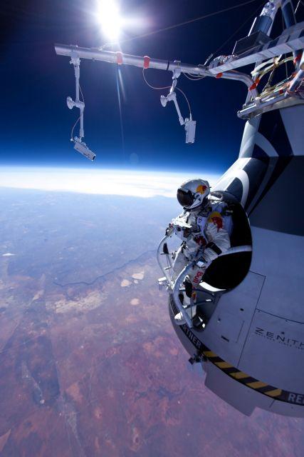 Ελεύθερη πτώση από τη στρατόσφαιρα με ταχύτητα μετεωρίτη | tovima.gr