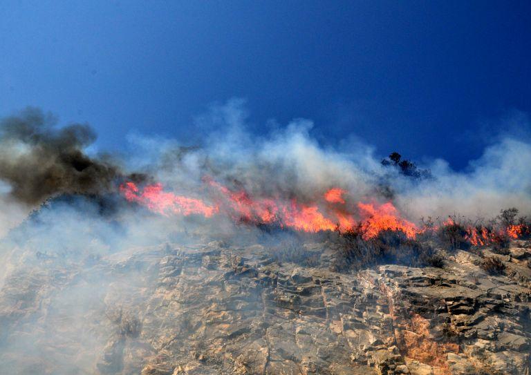 Μάχη με τις φλόγες στην Αρκαδία – Ανοικτή η ΕΟ Κορίνθου-Τριπόλεως από το 178ο έως το 198ο χιλ. | tovima.gr