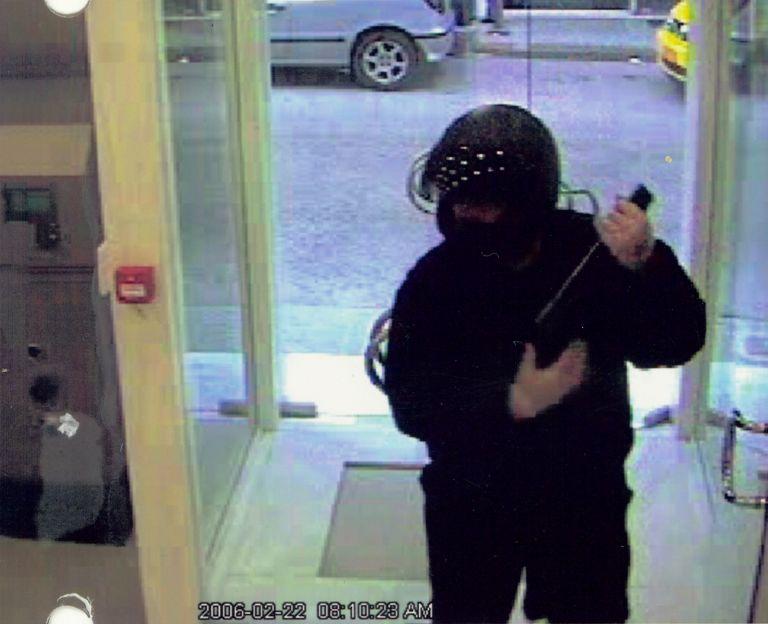 Ενοπλη ληστεία τράπεζας με νεκρό στην Πάρο   tovima.gr