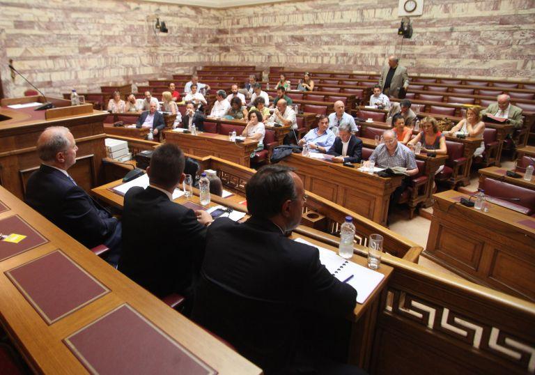 Στην Επιτροπή Δεοντολογίας της Βουλής το θέμα της επίθεσης του χρυσαυγίτη βουλευτή | tovima.gr