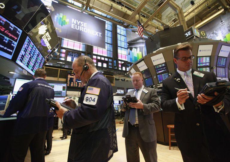 Hedge funds αρχίζουν να αγοράζουν ελληνικά ομόλογα | tovima.gr