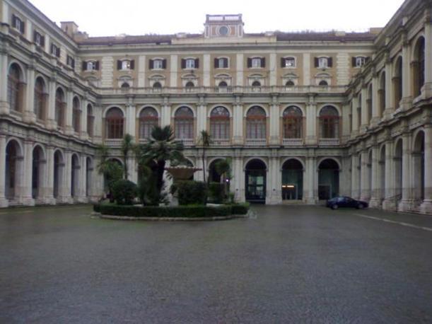 WSJ: Στο σφυρί «φιλέτα» του ιταλικού δημοσίου αξίας δεκάδων δισ. ευρώ | tovima.gr