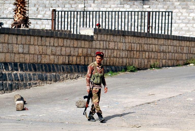 Υεμένη: Επίθεση της Ρεπουμπλικανικής Φρουράς στο υπουργείο Αμυνας | tovima.gr