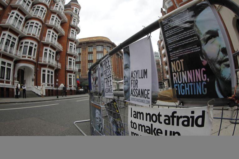 Ισημερινός: Επιδεινώνεται η υγεία του Ασάνζ – το Λονδίνο φέρει ευθύνη | tovima.gr