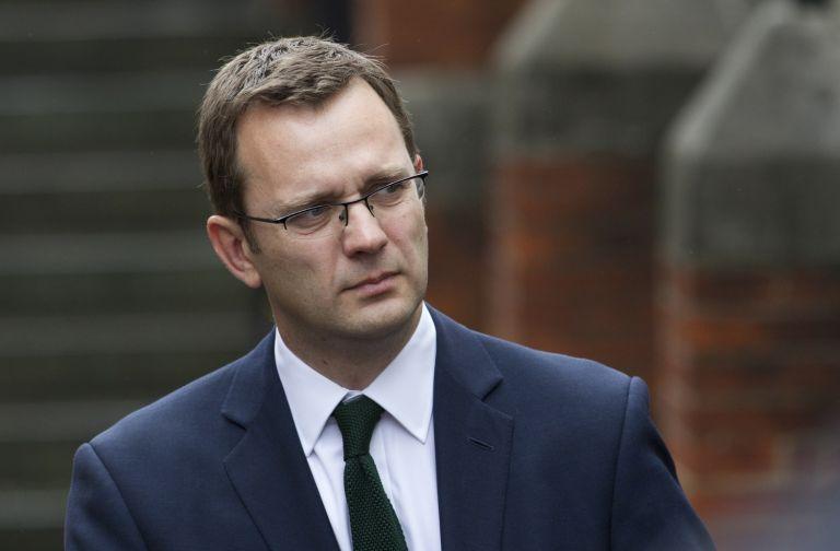 Βρετανία: Στο δικαστήριο οι κατηγορούμενοι για το σκάνδαλο των υποκλοπών   tovima.gr