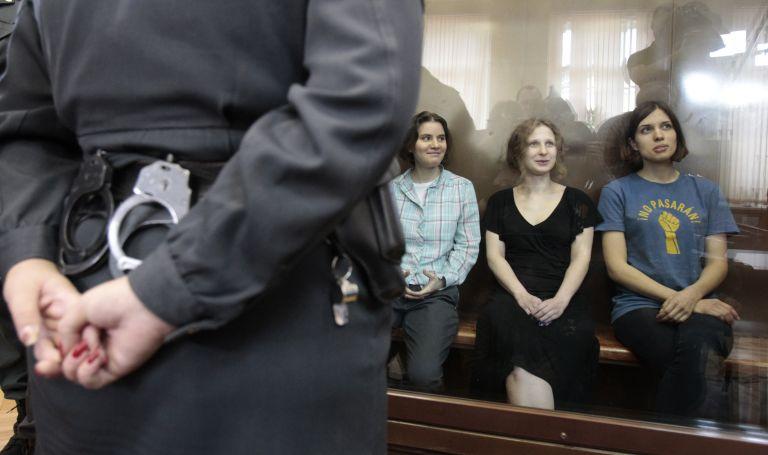 Δύο χρόνια φυλάκιση για χουλιγκανισμό στις Pussy Riot | tovima.gr