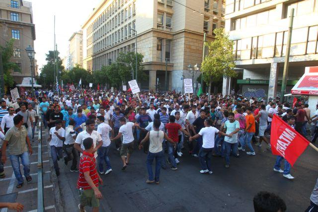 Ολοκληρώθηκε η αντιρατσιστική διαμαρτυρία μεταναστών στο κέντρο της Αθήνας | tovima.gr