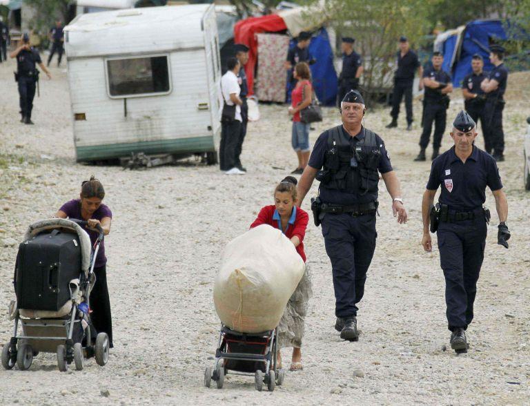 Η Γαλλική αστυνομία διαλύει καταυλισμό στο Καλαί | tovima.gr