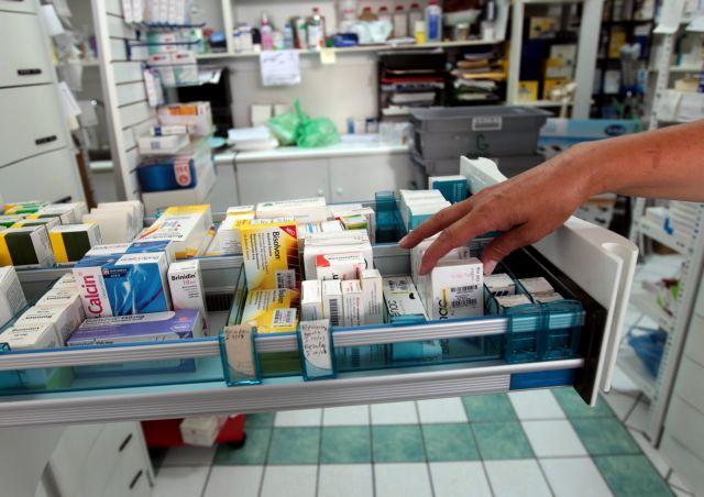 Στα δύο χωρισμένοι οι φαρμακοποιοί μετά την απόφαση του ΕΟΠΥΥ | tovima.gr