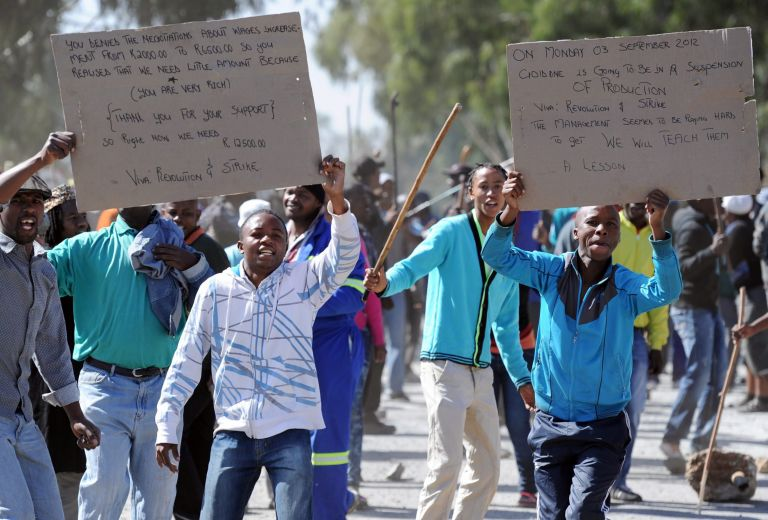 Ν. Αφρική: Συνεχίζεται η απεργία των 12.000 χρυσωρύχων | tovima.gr