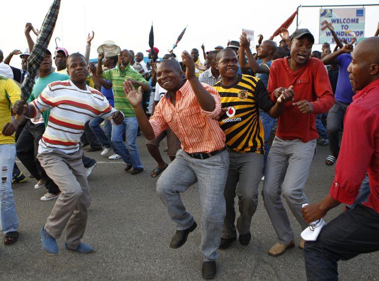 Νικητές επιστρέφουν στη δουλειά οι Νοτιοαφρικανοί μεταλλωρύχοι | tovima.gr