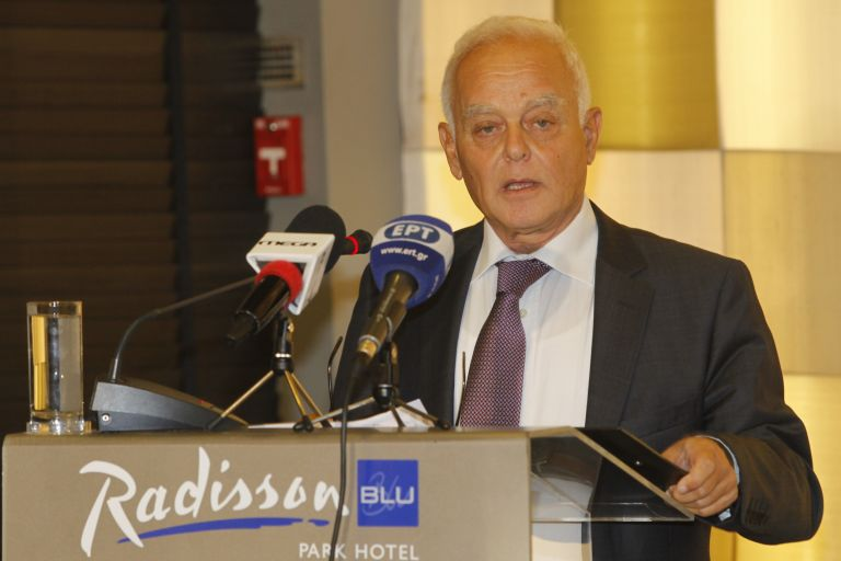 Επιμένει ότι δεν θα γίνουν απολύσεις στο Δημόσιο ο κ. Μανιτάκης   tovima.gr