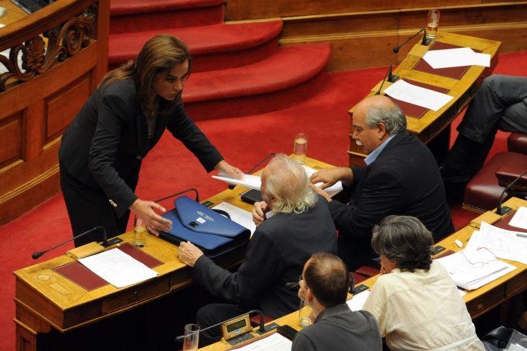 Την άρση ασυλίας της Μπακογιάννη ψήφισε η Βουλή | tovima.gr