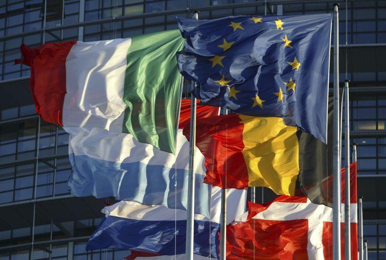 Διχάζει η δικαστική απόφαση για τα κοινωνικά επιδόματα στην ΕΕ | tovima.gr