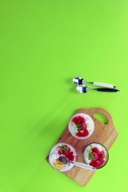 Επιδόρπιο με μπαγιάτικο τσουρέκι και φρουτοσαλάτα γιαουρτιού   tovima.gr