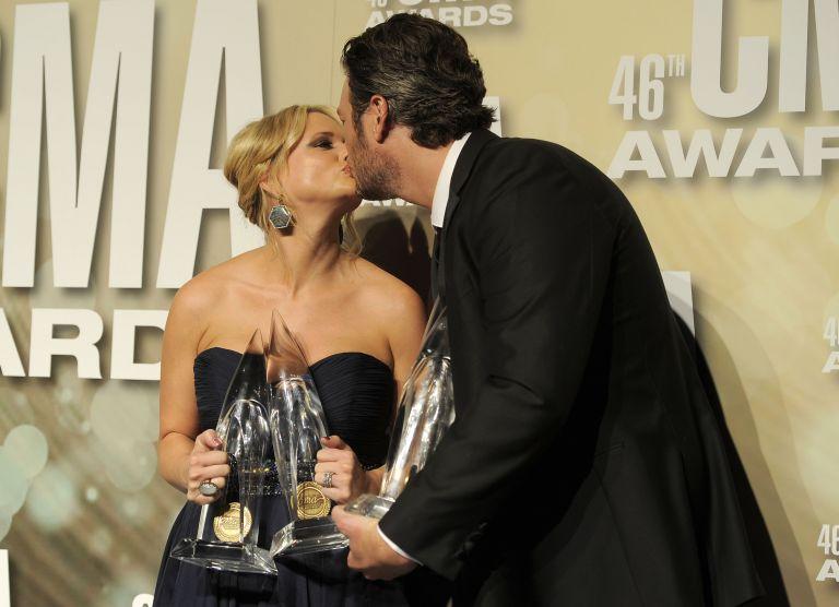 Απονεμήθηκαν τα CMA Awards 2012 | tovima.gr