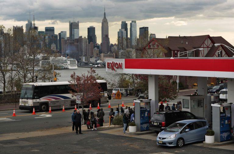 Νέα Υόρκη: Μονά – ζυγά για τη βενζίνη λόγω ελλείψεων μετά τον τυφώνα Σάντι | tovima.gr