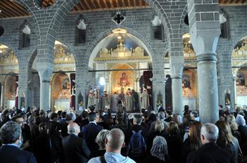 Τουρκία: Ηχησε μετά 97 χρόνια η καμπάνα της μεγαλύτερης αρμένικης εκκλησίας | tovima.gr